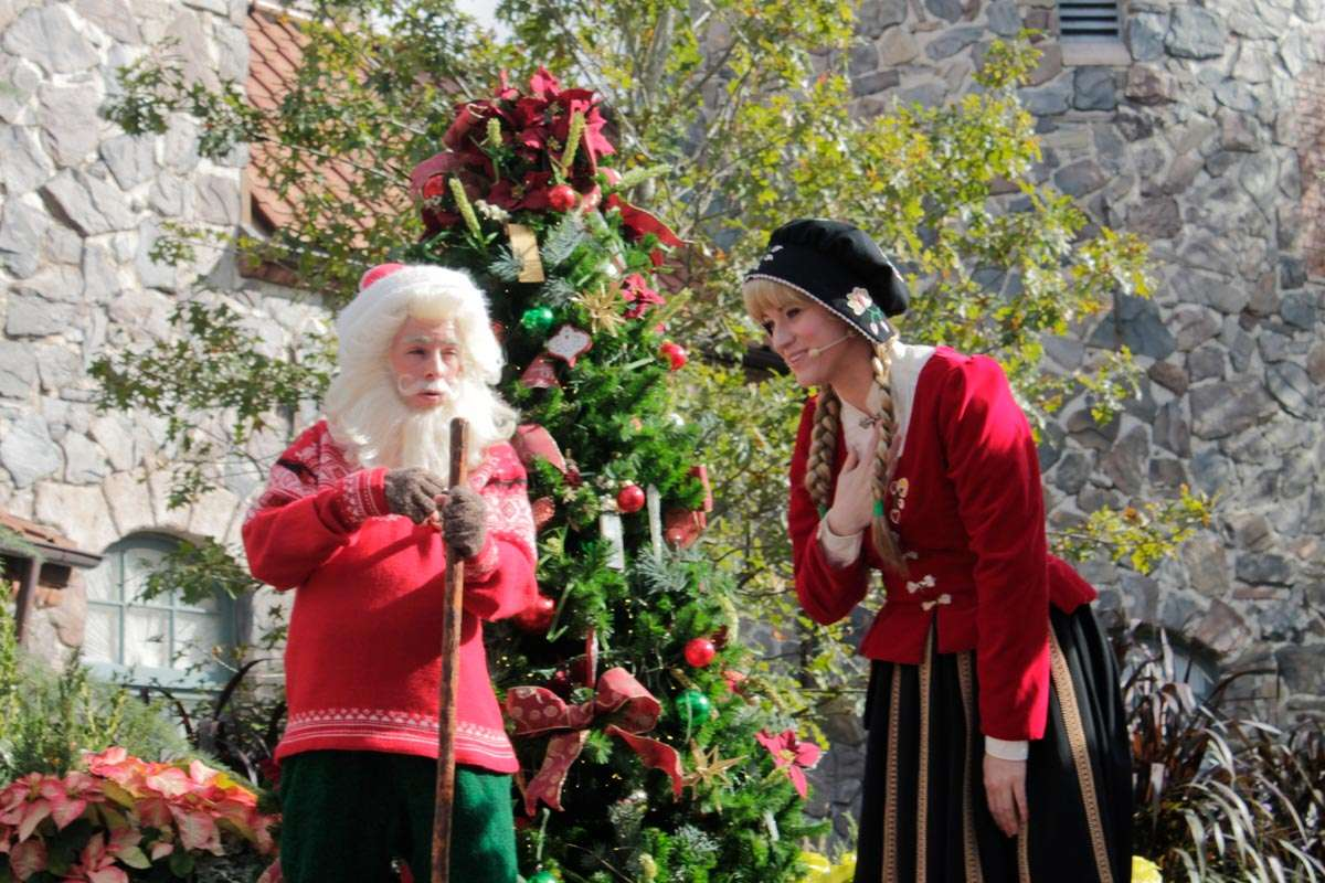 Christmas Celebrations in Florida with Norway story telling santa like elf and Norwegian Girl