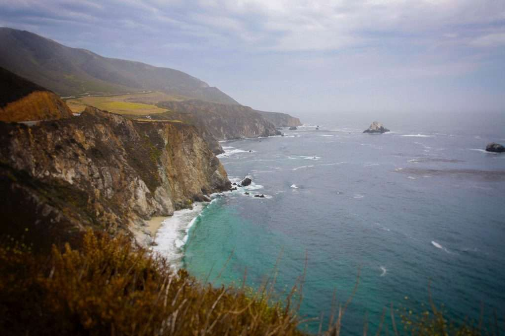 California coastine with tall cliffs and pacific ocean