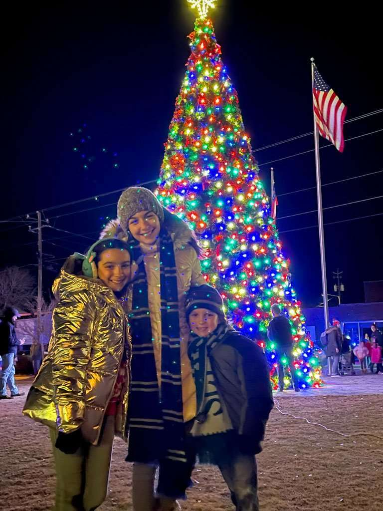 Helen Georgia Christmas Lights Christmas Tree with 3 kids