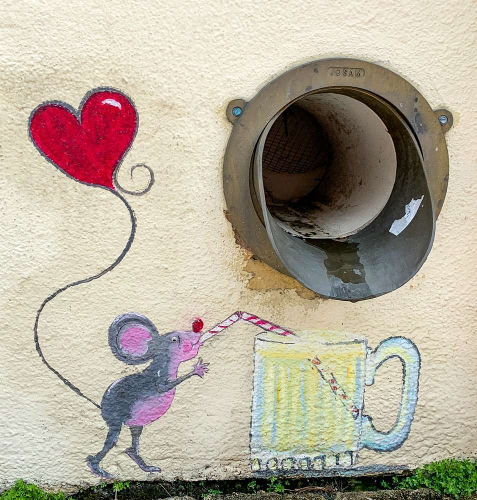Wall mural of mouse drinking a soda.